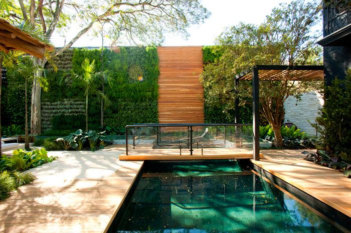 jardim vertical moderno:Decoração para Jardim com Piscina – Fotos e Dicas de Como Decorar