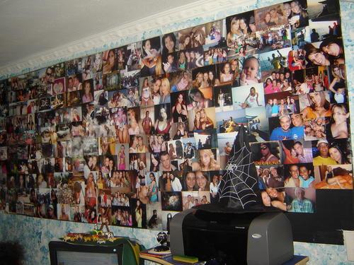 decoração investindo nas paredes decoradas com fotos que fazem muito