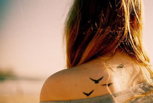 Tatuagens Femininas nas Costas Delicadas: Fotos, Modelos