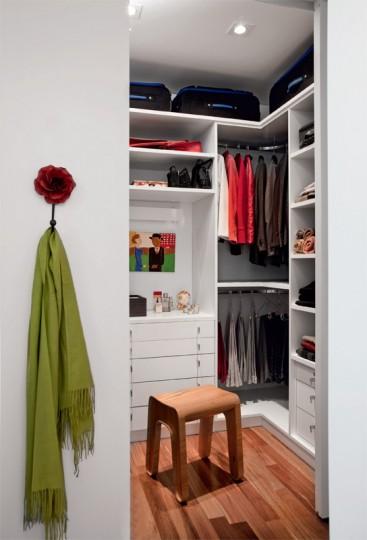 Modelos de closets pequenos e simples for Modelos de puertas para closet